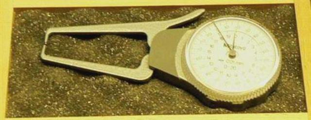 ANALOG MICROMETER COMPARATOR MITUTOYO (7234)
