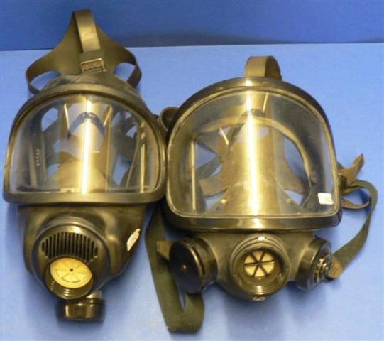 GAS MASK,Lot of 2 AUERR / 3 S-E (2501)