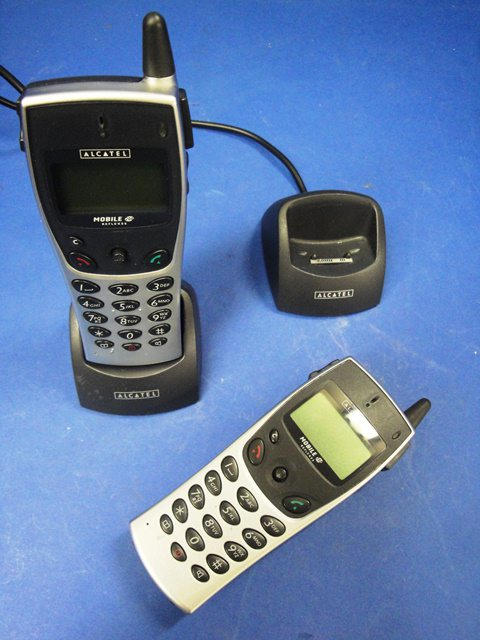 MOBILE PHONE IP-ISDN,Lot of 2 ALCATEL-LUCENT / MOBILE DECT 200 (9957)