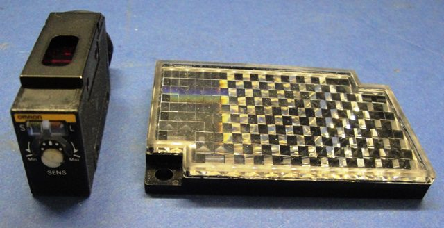 PHOTOELECTRIC CELL,Lot of 2 OMRON / E3S R86 (73815)