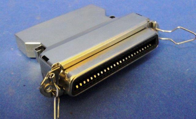 ADAPTATEUR SCSI I MALE FEMELLE  (9895)