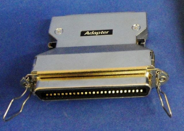 ADAPTATEUR SCSI III MALE SCSI I FEMELLE  (9910)
